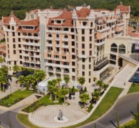 снимка хотел роял касъл елените