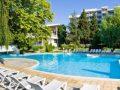 изображение на басейна на хотел сенди бийч албена