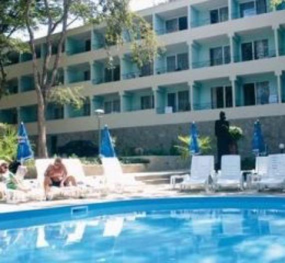 хотел ариана китен снимка басейн