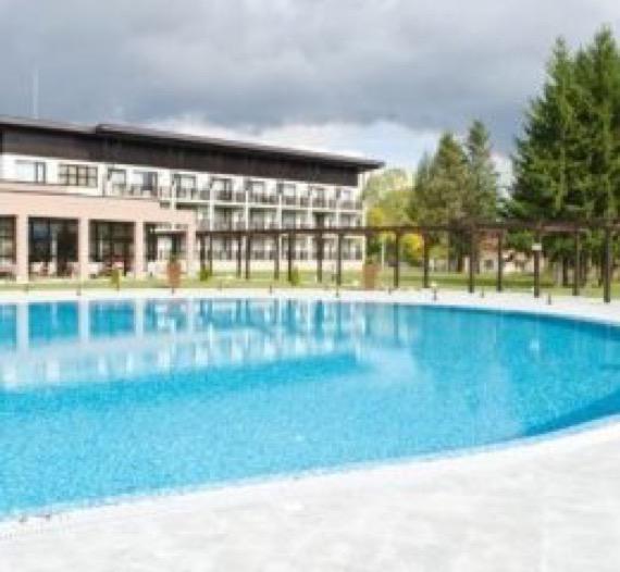 Хотел Белчин Гардън снимка външен басейн