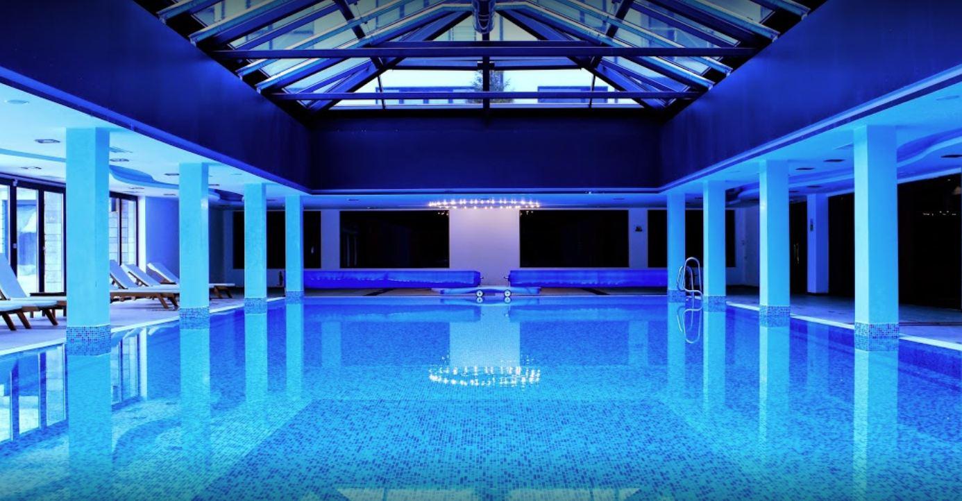 басейна на хотел сейнт джордж палас в банско