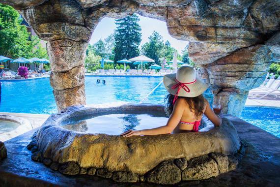 Хотел Двореца - Велинград снимка басейн лято