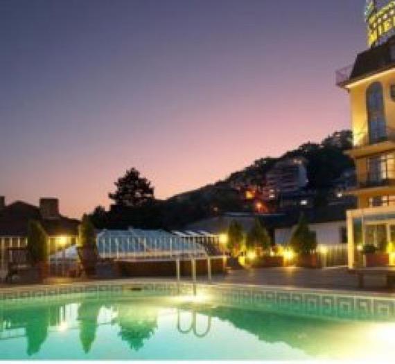 Хотел Премиер Велико Търново снимка басейн