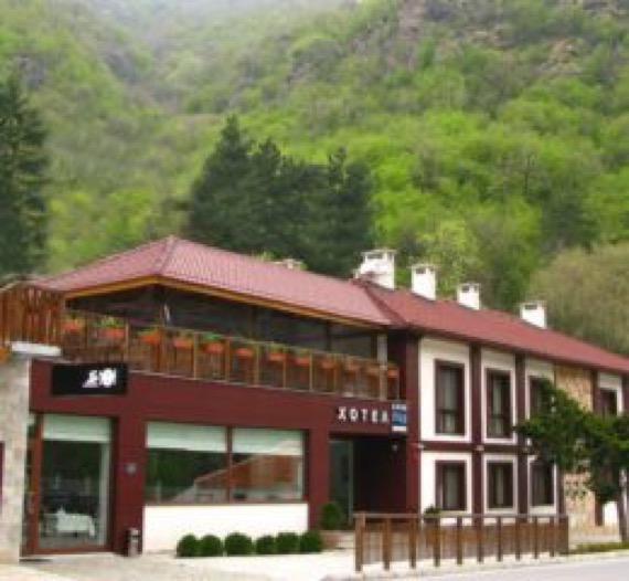 Хотел Аква Варва, Варварски минерални бани