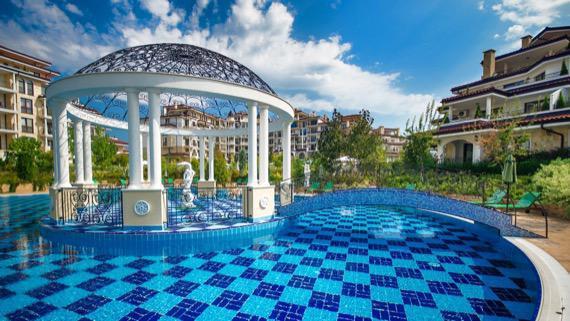 Супер почивка в нов луксозен комплекс в Несебър снимка комплекс Посейдон външен басейн