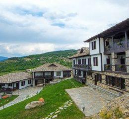 Хотел Лещен в село Лещен в Родопите