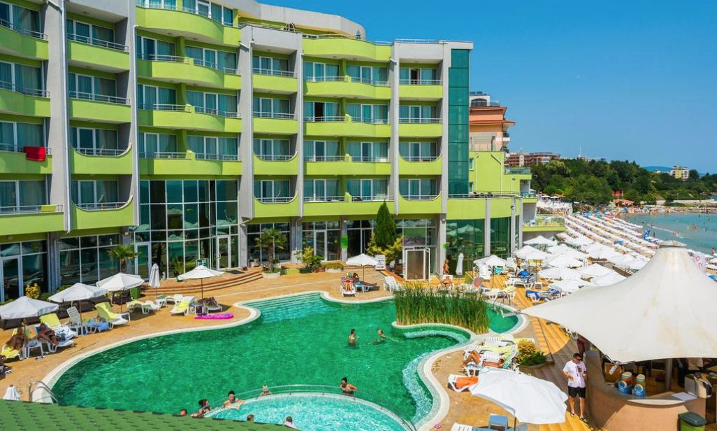 хотел Арсена в Несебър на брега на морето