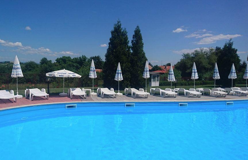 външен басейн на хотел Банкя Палас