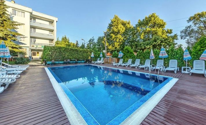 външен басейн в хотел Германея в Сапарева Баня