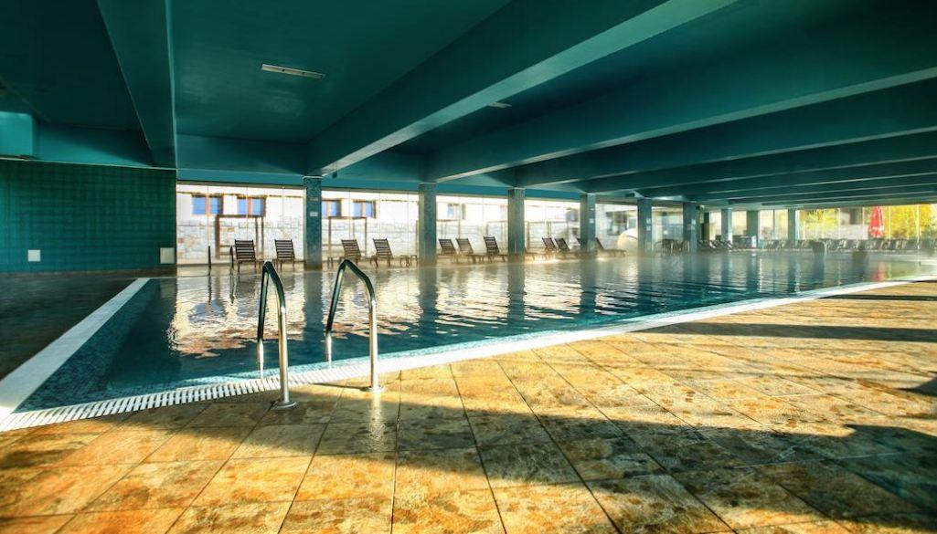 минерален басейн в СПА хотел Селект във Велинград