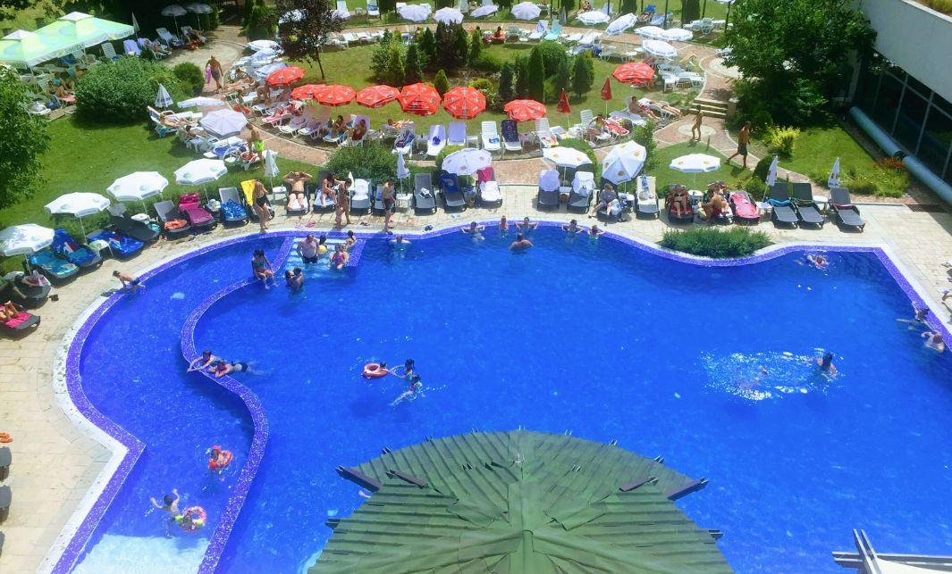 външен басейн в СПА хотел Ата Вършец