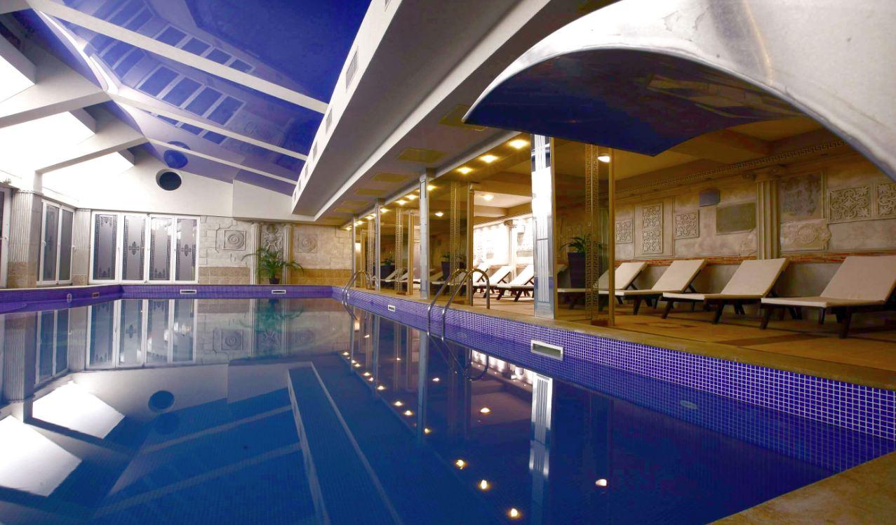 вътрешен минерален басейн в хотел Стримон в Кюстендил